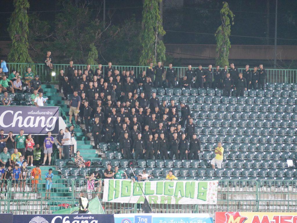 サッカーの応援席